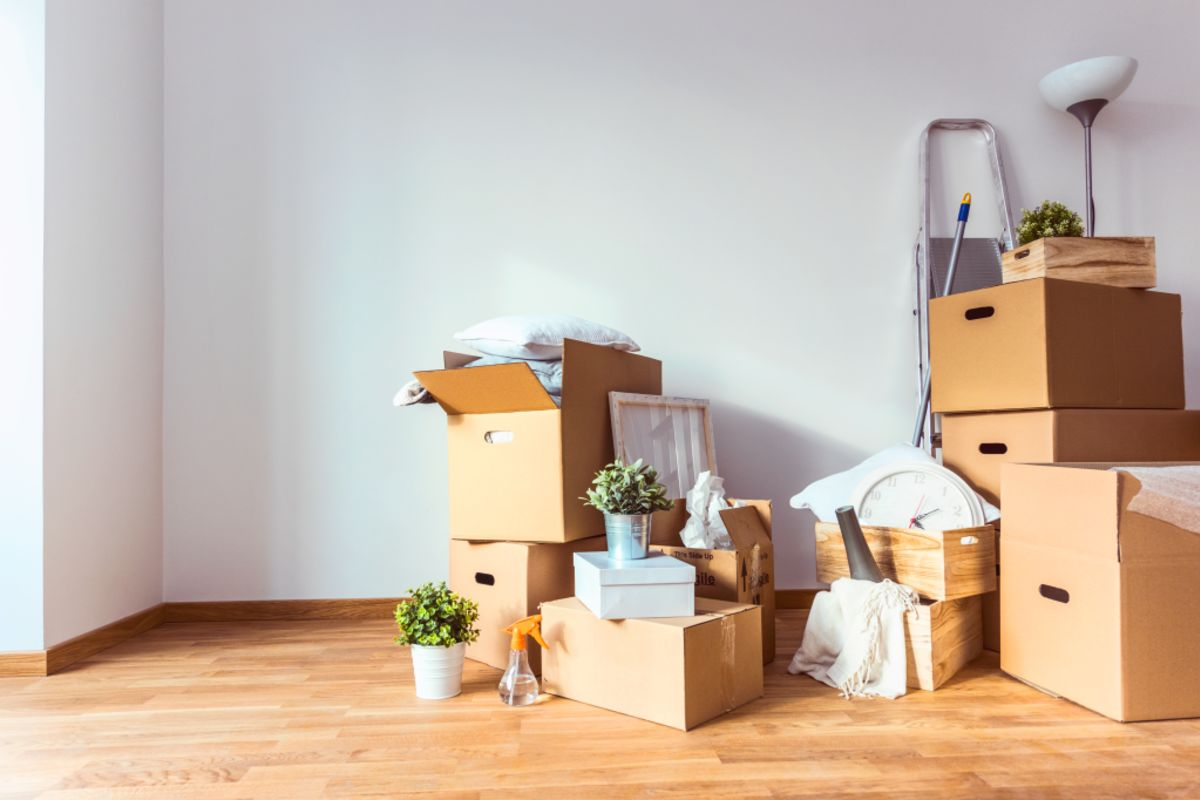FEATURE_STORY_Generic_image_of_decluttering_your_home_Photo_iStock_qh7yfh
